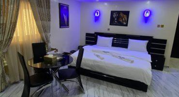 C8_Royal Room_2